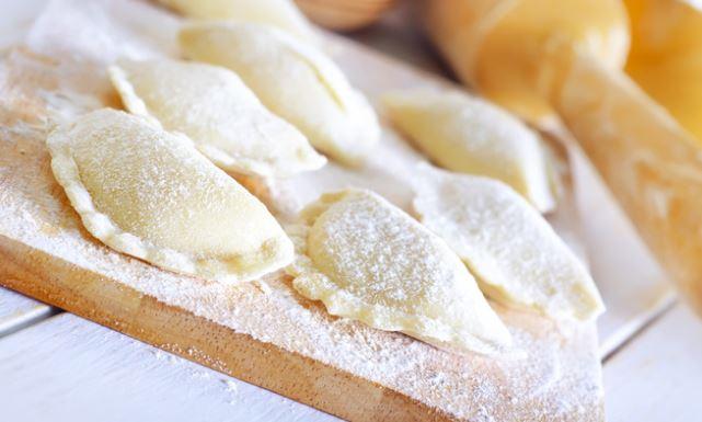 Тісто для вареників з сиром: покрокові рецепти з фото