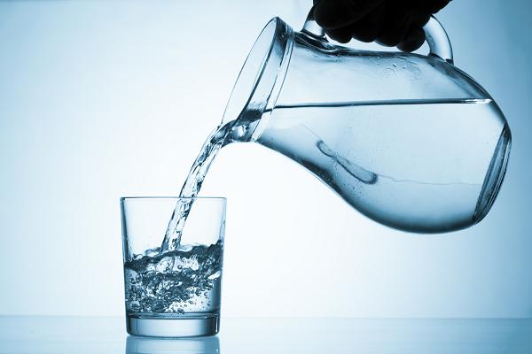 Скільки води треба пити в день: розрахунок норми, таблиця