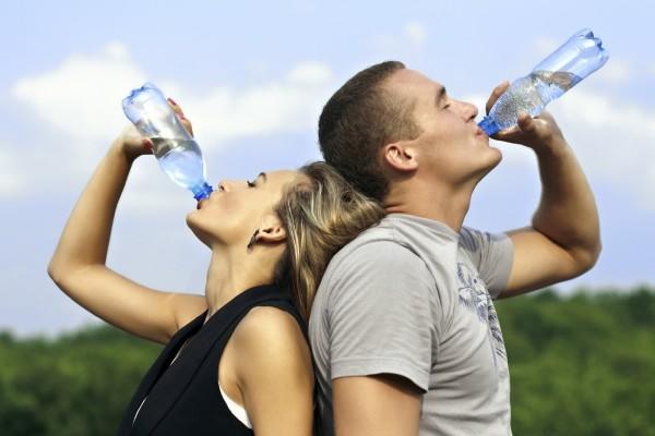 Як правильно пити воду, щоб схуднути: поради та дієта