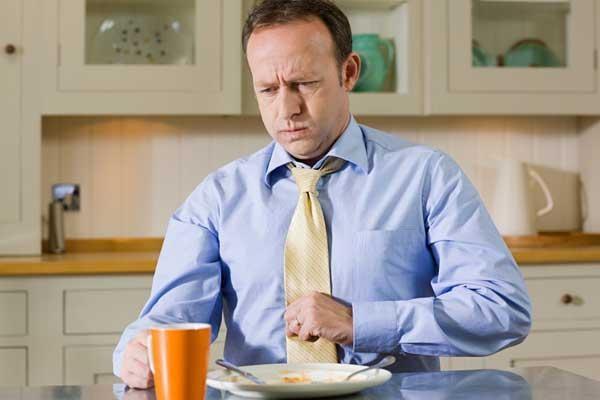 Нудота, відрижка та блювання після їжі: причини і лікування