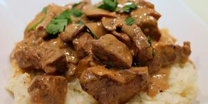 Як приготувати бефстроганов з свинини: рецепти в мультиварці