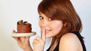 Чому дуже хочеться солодкого: постійно, після їжі, перед місячними