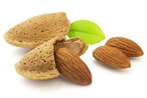 Корисні властивості мигдалевого горіха для жінок і чоловіків