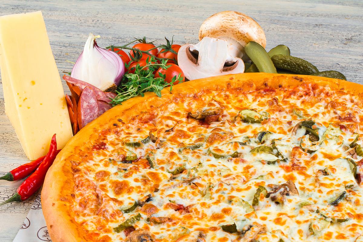 Піца з солоними огірками: ідеї для начинки, рецепти з фото