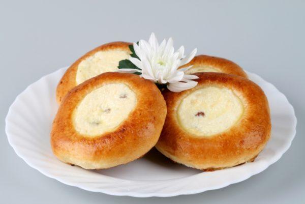 Ватрушки з сиром з дріжджового тіста: рецепти з фото