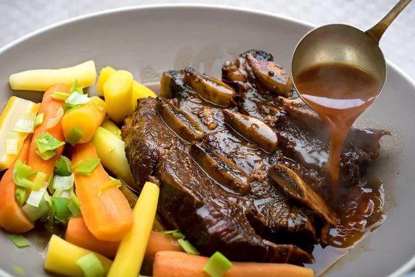 Тушковані яловичі реберця: рецепти з фото, калорійність