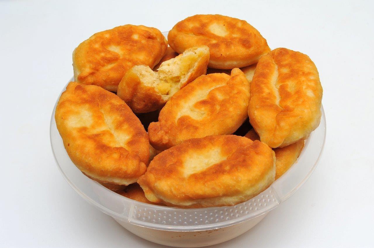 Смажені пиріжки з горохом: бабусин рецепт покроково з фото