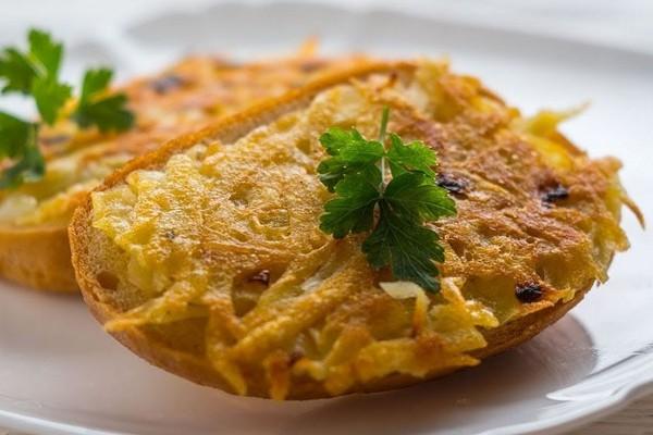 Гарячі бутерброди з картоплею: покрокові рецепти з фото