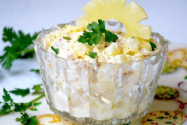 Салат з ананасом і шинкою: рецепти приготування з фото
