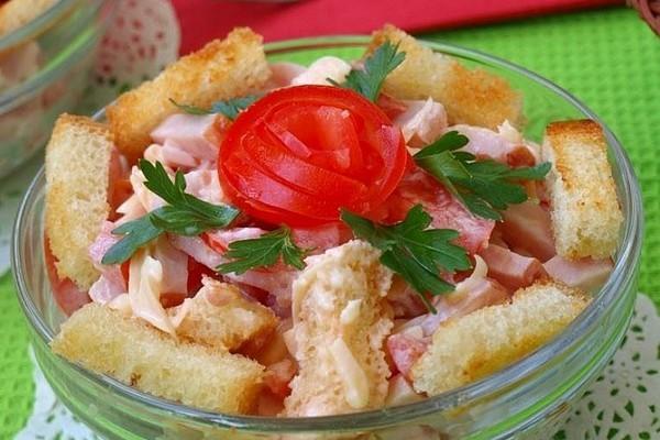 Салат з шинкою і помідорами - домашні рецепти з фото