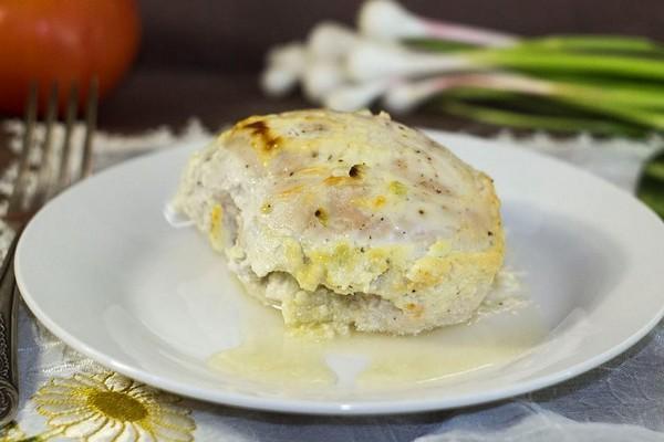 Курка з часником (у духовці, на сковороді, салат): рецепти