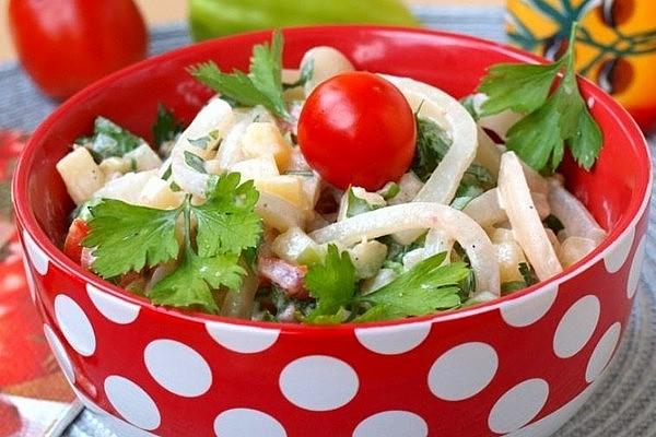 Простий салат з яйцями (з кальмарами, кукурудзою): рецепти