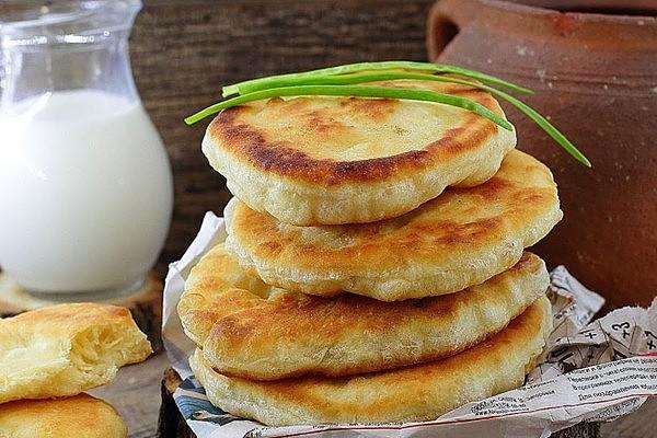 Хліб на сковороді (з дріжджами і без): швидкі рецепти з фото