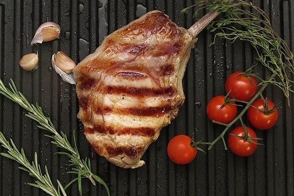 Свинина на сковороді гриль: маринад, прості рецепти з фото