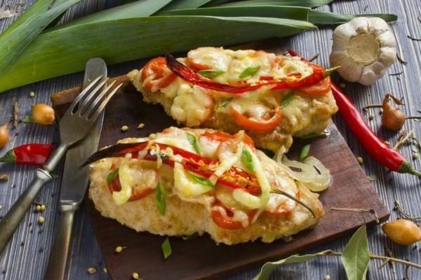 Курка з картоплею в духовці (з помідорами, ананасом): рецепти