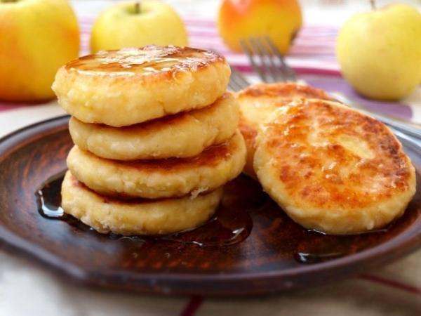 Сирники з яблуками (з манкою, вівсянкою): рецепти з фото