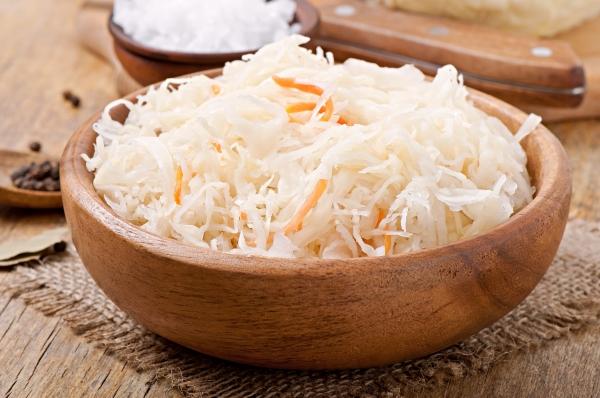 Салат із квашеної капусти: рецепти з фото, калорійність