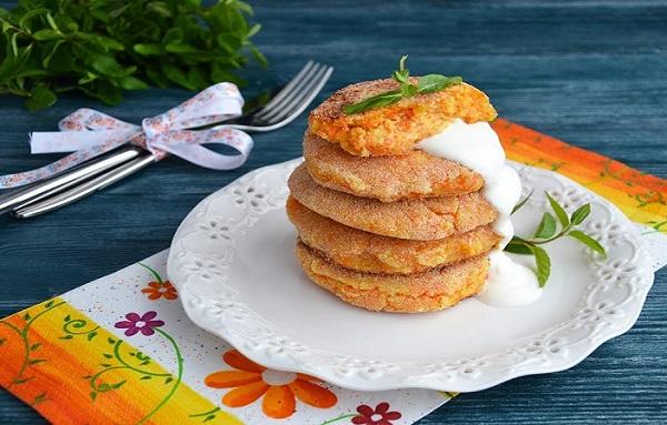 Сирники в мікрохвильовці з сиру: покрокові рецепти з фото