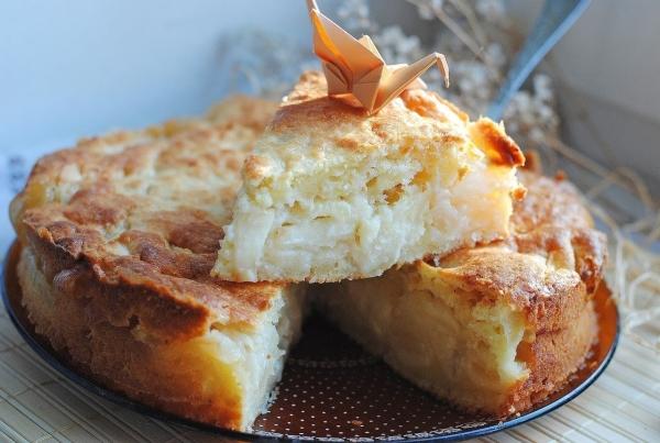 Сирна шарлотка з яблуками: покрокові рецепти з фото
