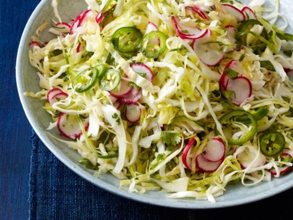 Салат з капусти і редиски: рецепти покроково, калорійність