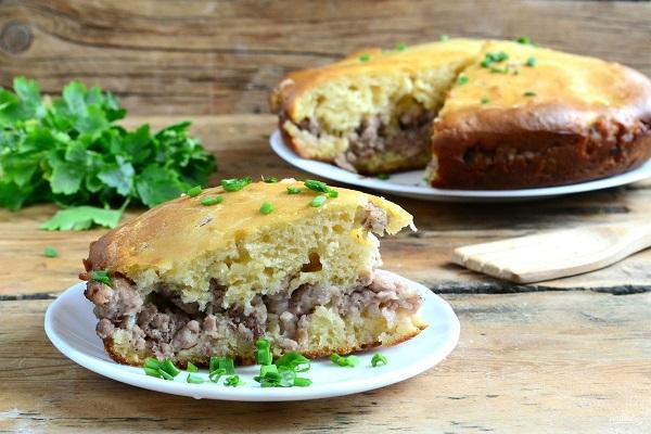Заливний пиріг з м'ясом: рецепти випічки з грибами, картоплею