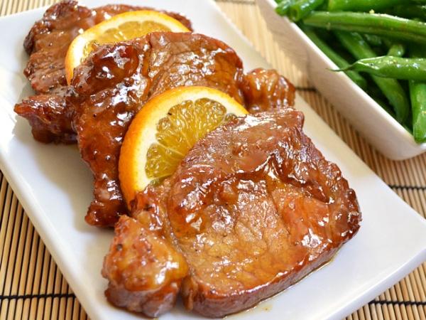 Свинина з апельсинами на сковороді в духовці, в мультиварці