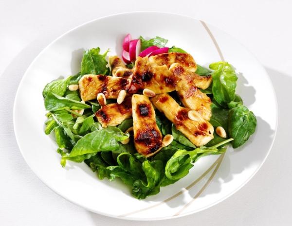 Теплий салат з куркою (з баклажанами, грибами): рецепти