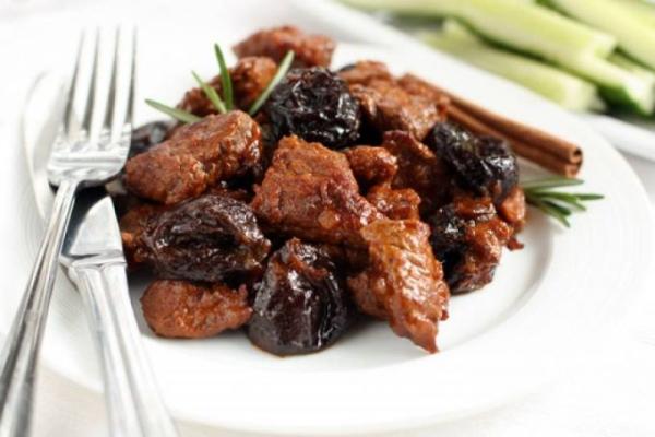 Курка з чорносливом в духовці: рецепти з рисом, курагою