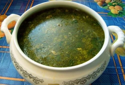 Зелений борщ з кропивою і яйцем, рецепт з щавлем