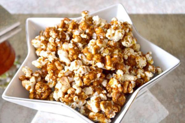 Попкорн в духовці в пакеті і без: домашні рецепти з фото