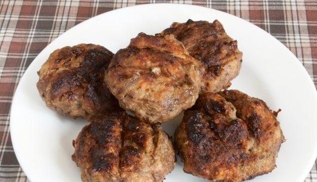 Котлети в аерогрилі (курячі, рибні, свинячі): рецепти з фото