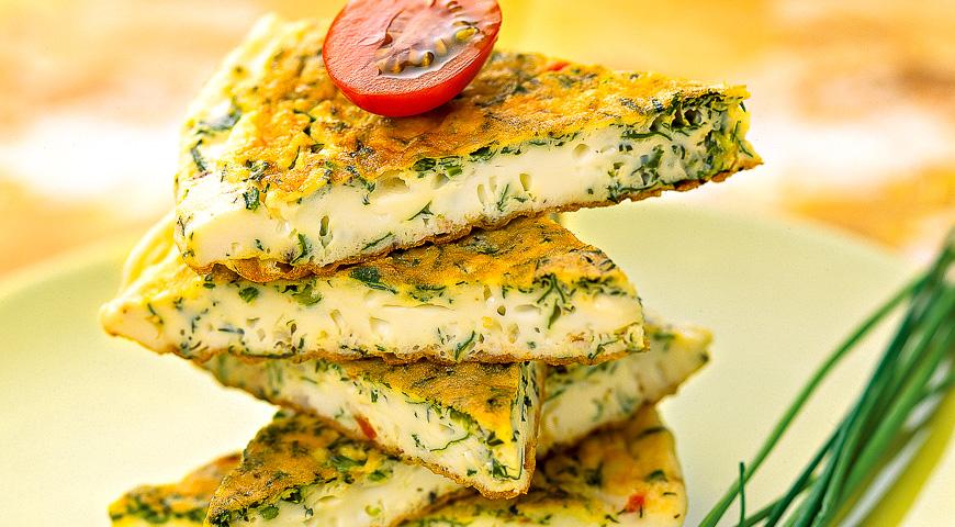 Омлет із зеленню: традиційний рецепт, з помідорами, сиром