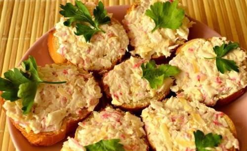 Бутерброди з крабовими паличками: рецепти з фото покроково