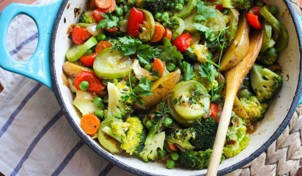 Овочеве рагу в духовці (у горщику, з м'ясом): рецепти з фото