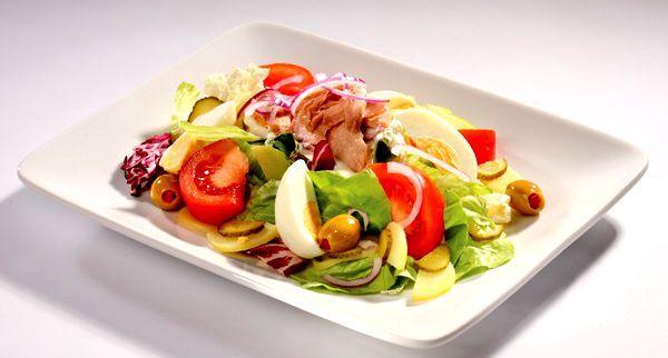 Салат з тунцем і помідорами: рецепти з фото, калорійність