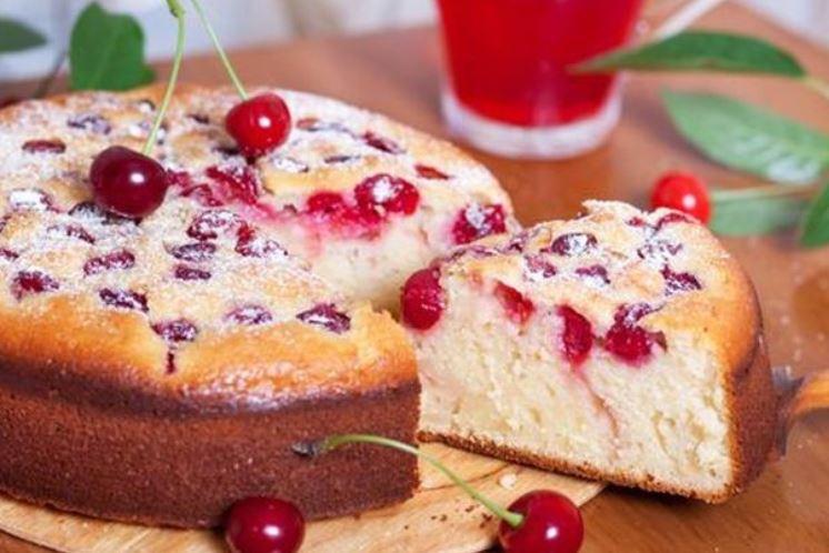 Пиріг з вишнею на кефірі (заливний, швидкий): рецепти з фото