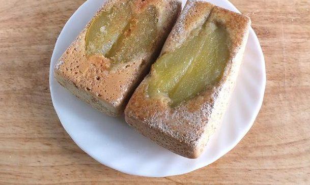 Шарлотка з грушами: прості рецепти випічки з фото покроково