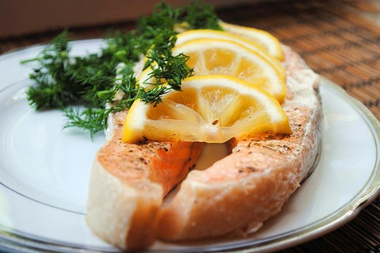 Стейк форелі в духовці (у фользі з овочами): рецепти з фото