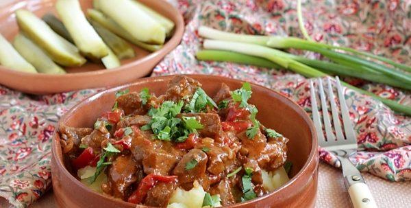М'ясо в томатному соусі (з квасолею, зі спагеті): рецепти