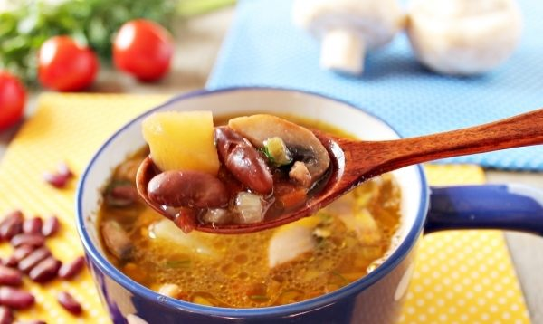Томатний суп з квасолею (з куркою, фрикадельками): рецепти