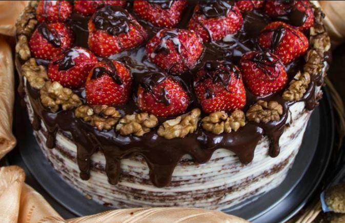 Бісквітний торт з полуницею (з вершками, з кремом): рецепти