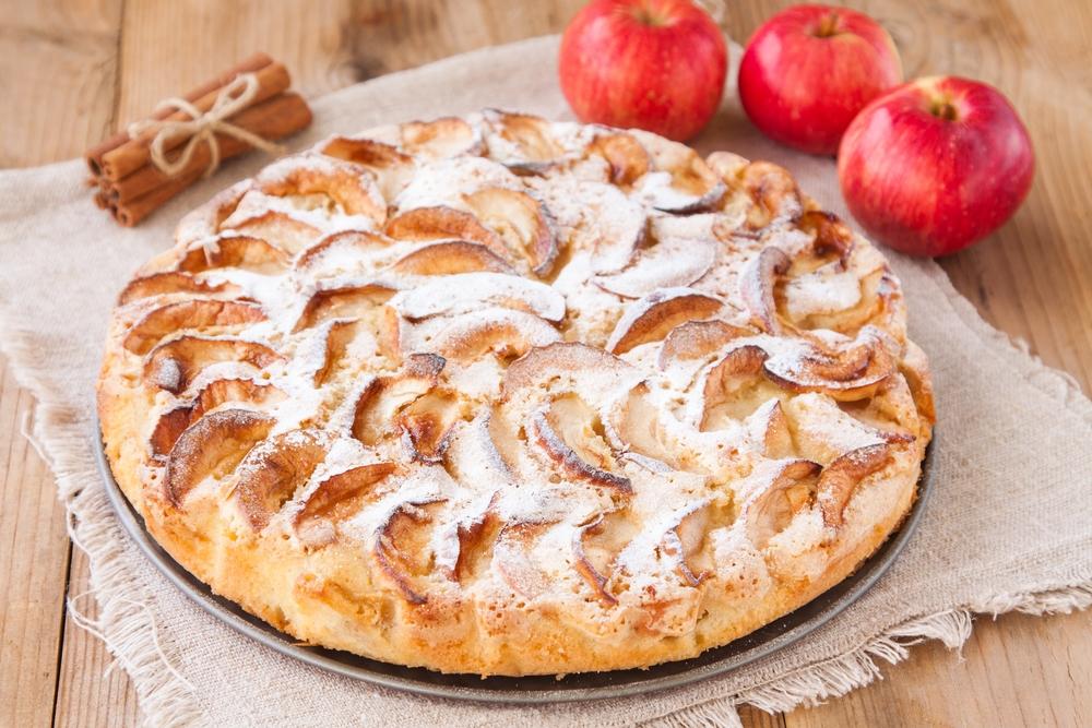 Простий пиріг з яблуками в духовці, мультиварці: рецепти