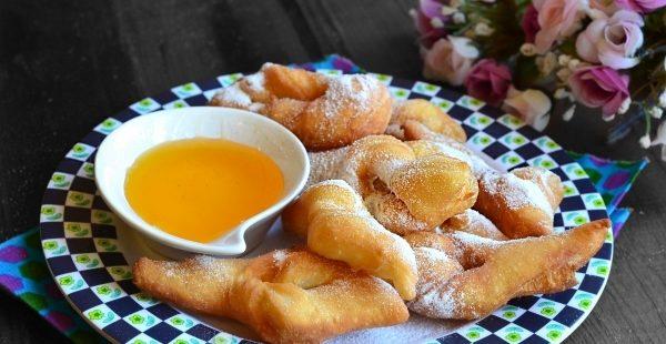 Пишні вергуни на кефірі: домашні рецепти з фото покроково