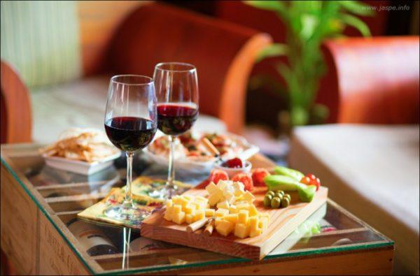 Закуска до червоного вина: варіанти, вишукані рецепти з фото
