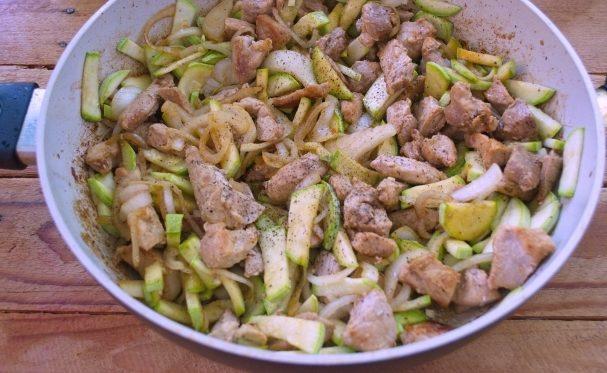 Свинина з кабачками (тушкована, печена): покрокові рецепти