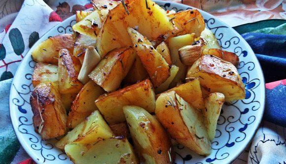 Картопля з часником в духовці: рецепти приготування з фото