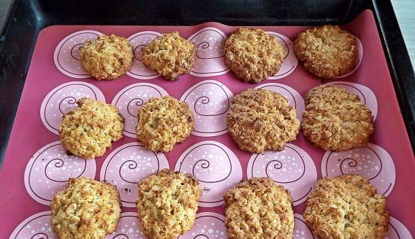 Вівсяне печиво з медом: прості домашні рецепти з фото
