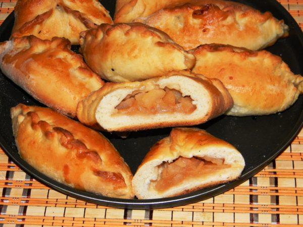 Пиріжки в мультиварці (смажені, печені): рецепти покроково