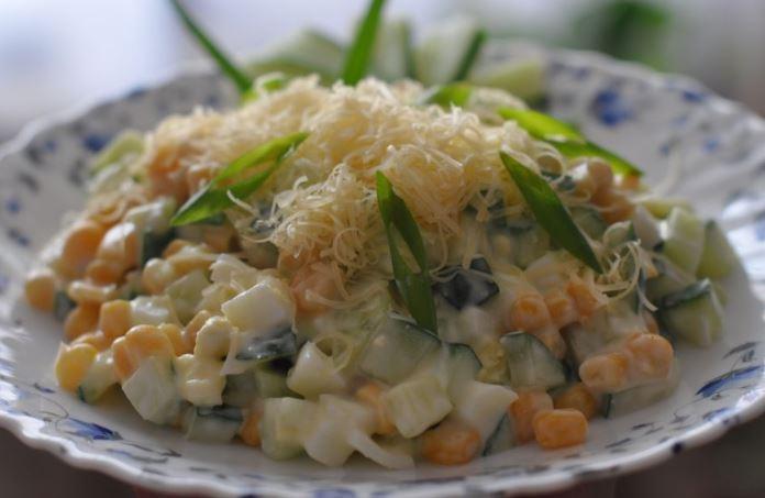 Салат з кукурудзи і свіжих огірків: рецепти з фото покроково