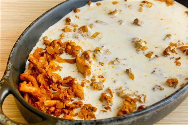 Лисички в сметані (смажені, тушковані): прості рецепти з фото